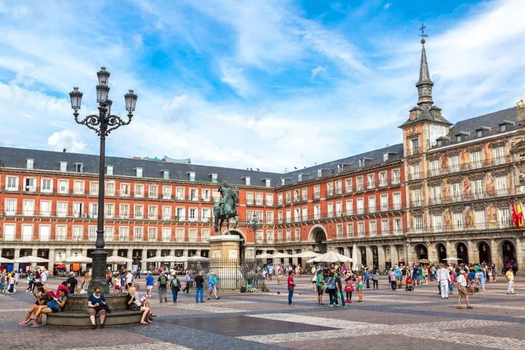 Những loại thuế cần biết khi định cư Tây Ban Nha