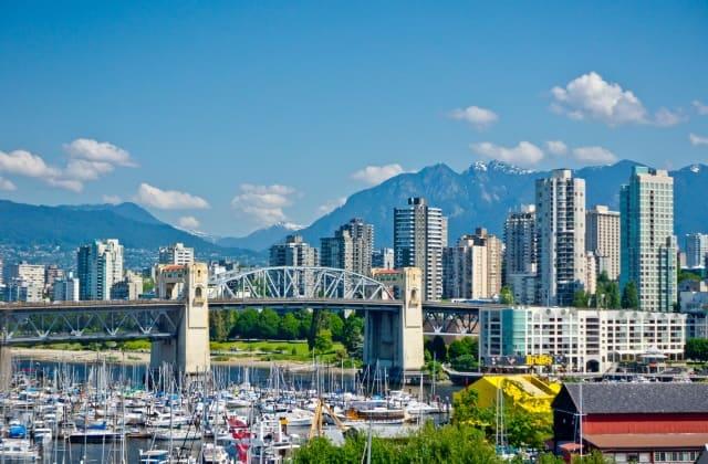 Vancouver có diện tích lớn thứ 8, đông dân thứ 3 Canada và rất phát triển về công nghệ