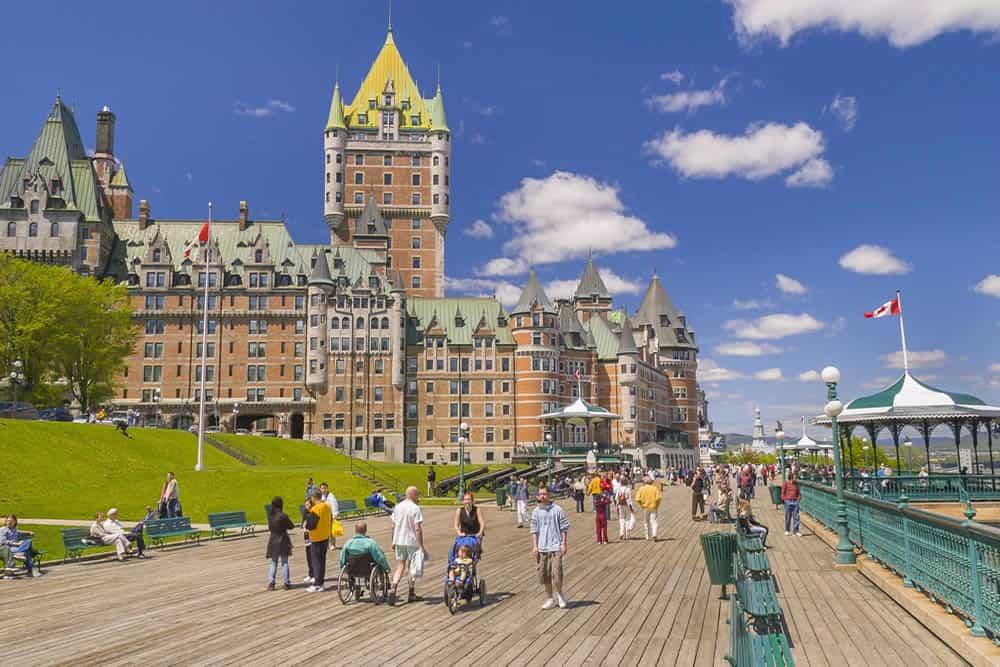Chính phủ Canada và các tỉnh trên cả nước đã tiếp nhận hơn 40.000 người muốn định cư tại Canada thông qua các chương trình nhập cư kinh tế và bảo lãnh gia đình
