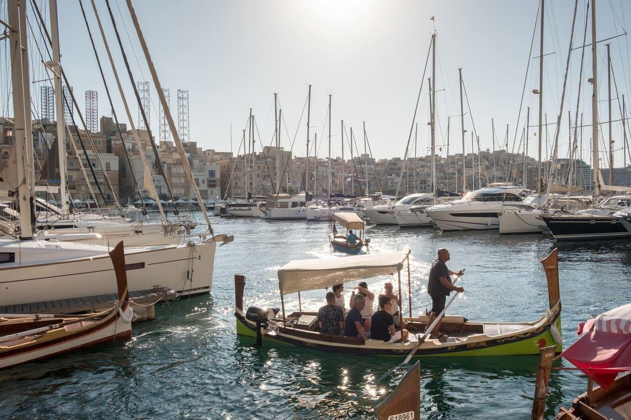 Malta là một thành viên của Liên minh Châu Âu và có số lượng người nói tiếng Anh nhiều nhất ngoài Anh và Ireland